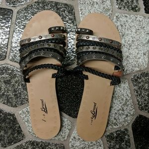 Lucky Brand strapy sandles